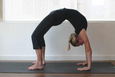 posture yoga  mouvements souplesse du dos et yoga